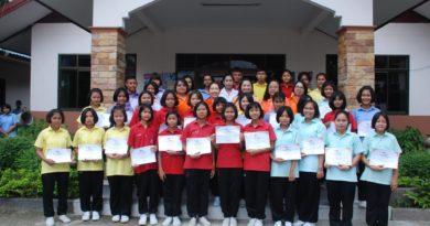 มอบเกียรติบัตรการแข่งขันในงานสัปดาห์ห้องสมุด ปีการศึกษา 2559